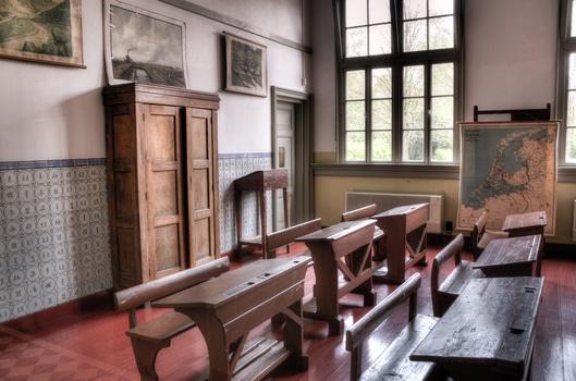 School - Wood house - Old